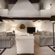 (Español) Hotel rural en Ibiza – Salón lectura